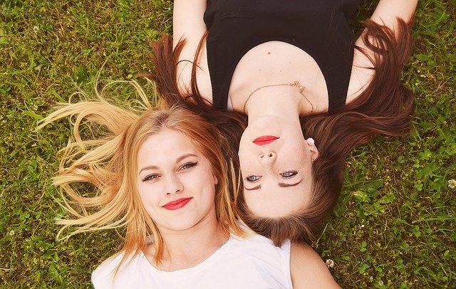 момичета